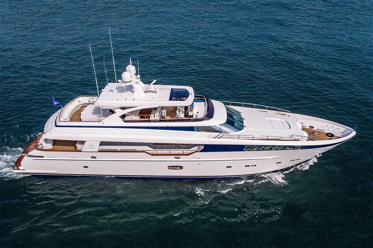 Horizon lança iate custom 33 metros Abaco
