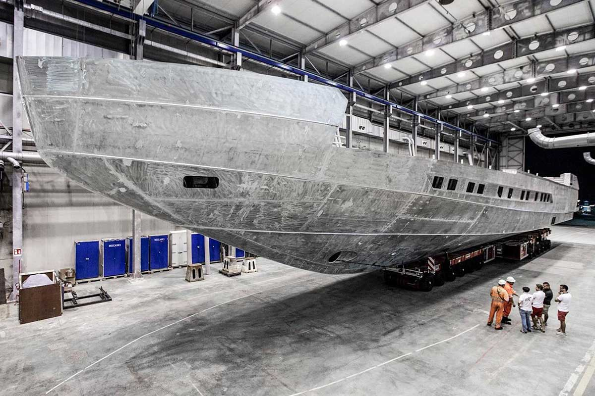 Pershing-140-iate-em-construção-boatshopping