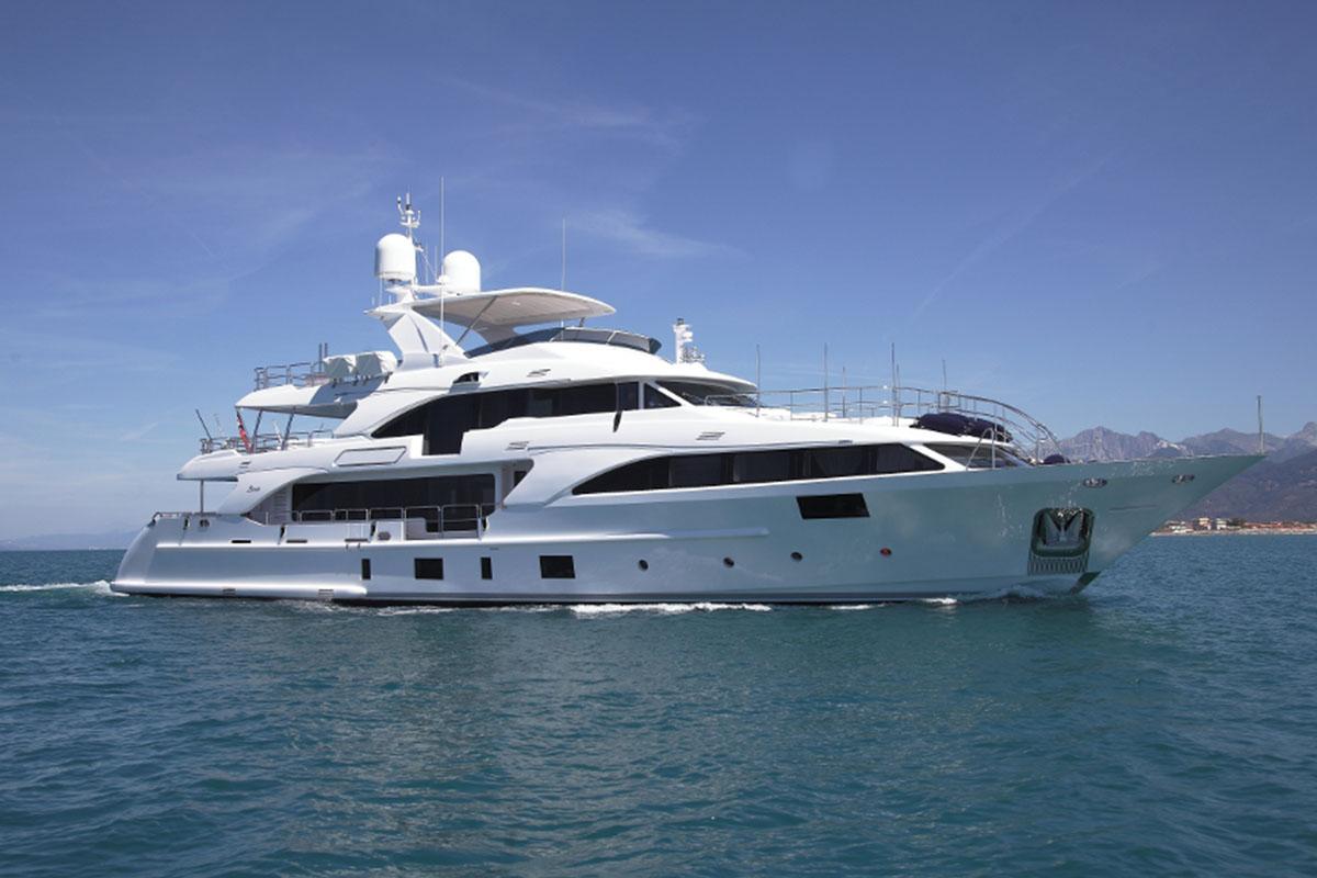 Benetti-fast-125-lejos3-boatshopping