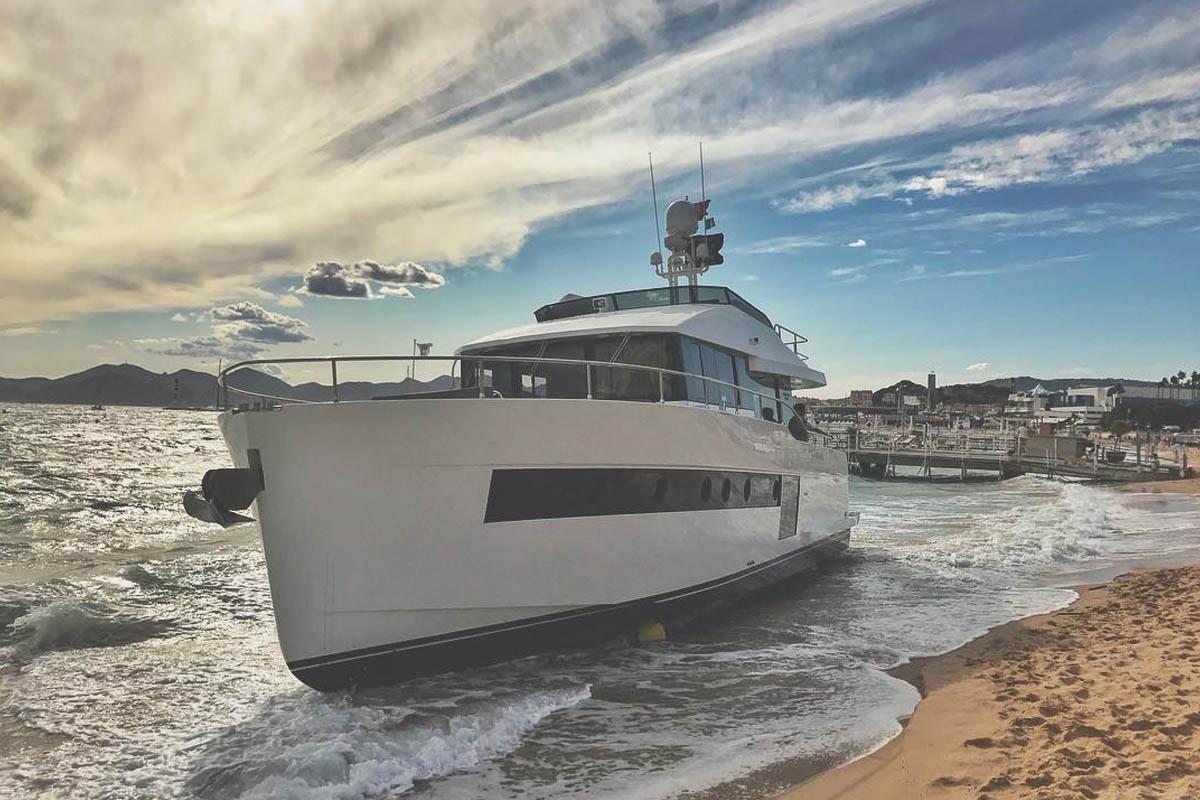 Sundeck-550-encalha-em Cannes-boatshopping