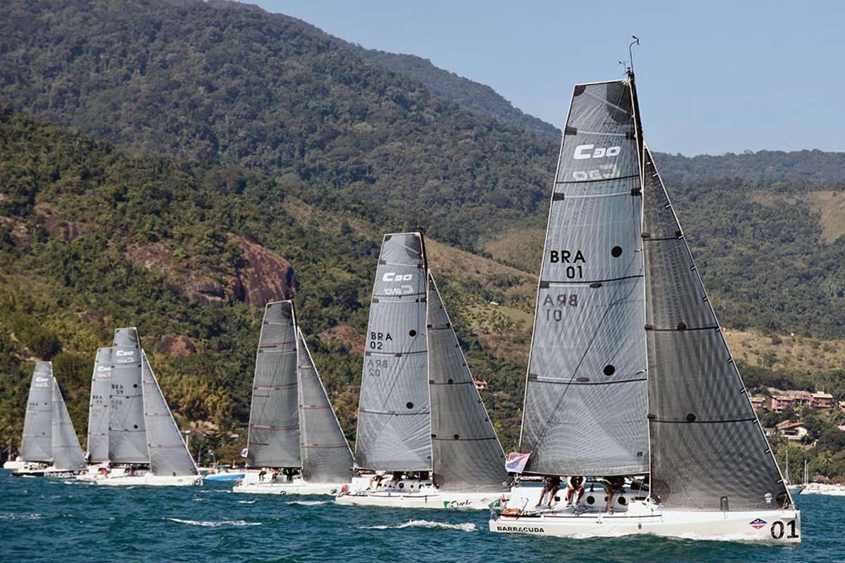 Classe-C30-rumo-ao-final-da-temporada-de-oceano-em-Ilhabela-boatshopping