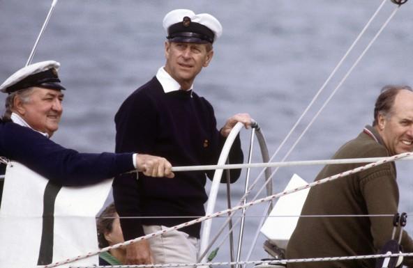 7 – Prince Philip, o duque de Edinburgh, competindo para Queen's Cup, na Cowes Regatta, em 1982