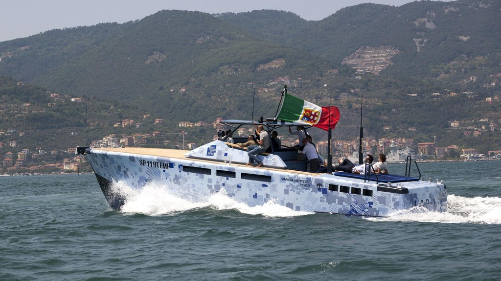 baglietto-lap-1-yacht-cool-paint-job-1600x900