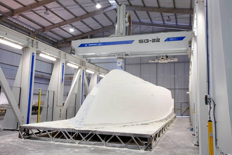 a CNC da Schaefer Yachts garante a precisão no desenvolvimento de todas as peças envolvidas no projeto.