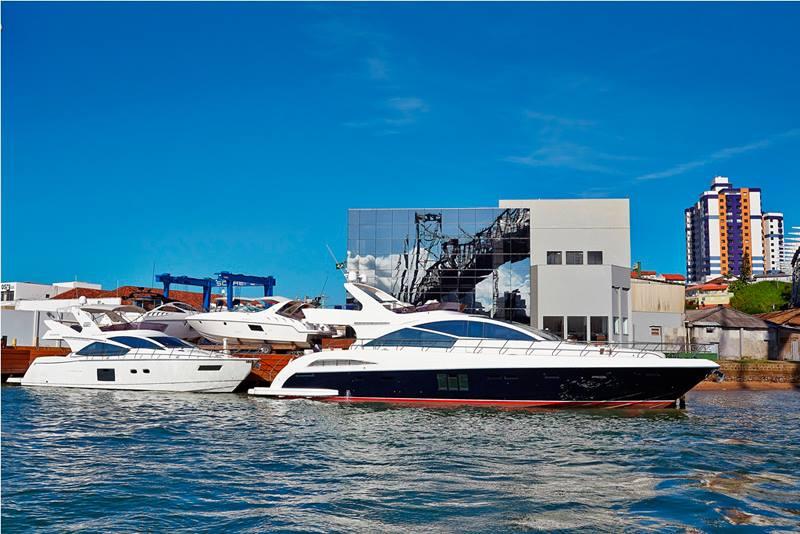 Barcos prontos para entrega na sede Schaefer Yachts em Florianópolis