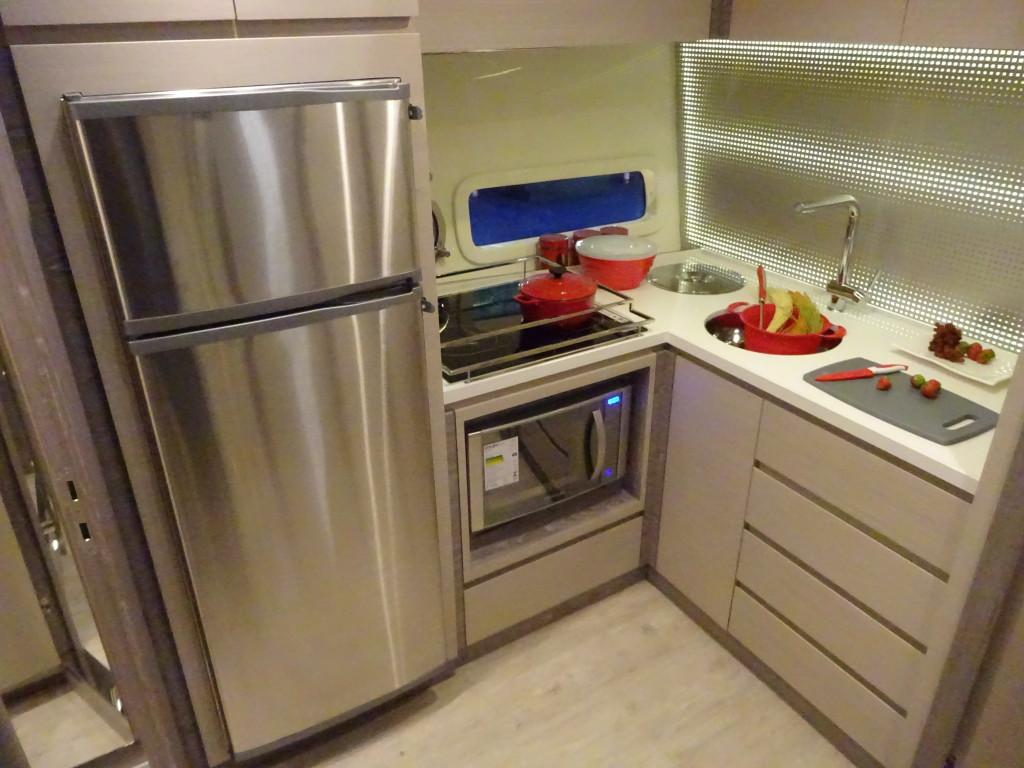 Para saber o modelo ideal, deve-se calcular a potência consumida por todos os equipamentos a bordo, como geladeira, churrasqueira e micro-ondas