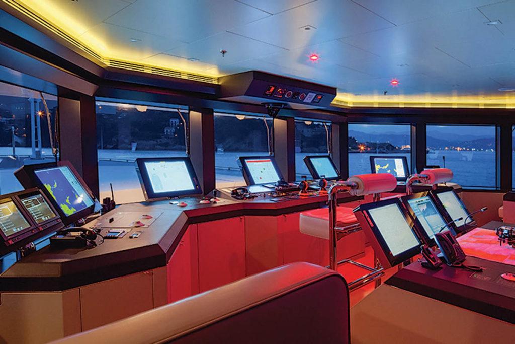 Stella Maris Superyacht Posto de Comando