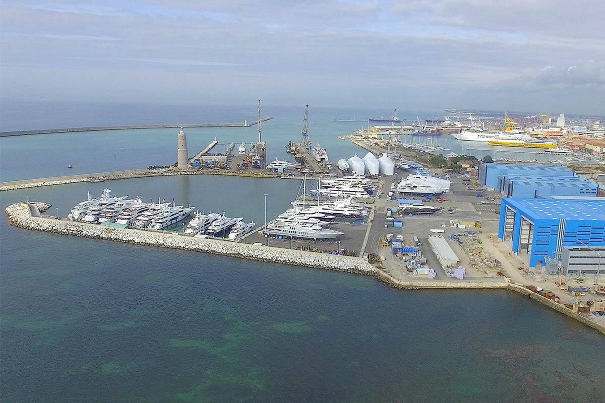 Azimut Benetti ganham concessão para construir iate de 35m para Tóquio