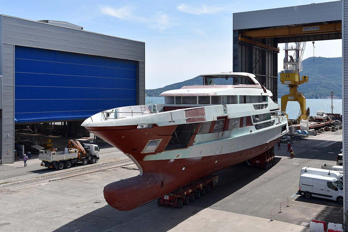 Sanlorenzo-52-steel-hull-2-in-build