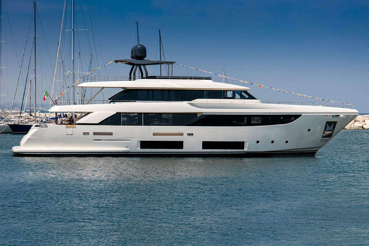Custom-Line-Navetta-33-lançada- ferretti group -boatshopping