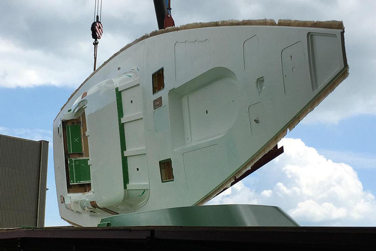 Oyster-118-veleiro-deck-chega-no-estaleiro-boatshopping