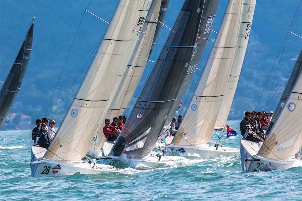 Regata da classe HPE 25 na semana de vela de ilhabela - boat shopping