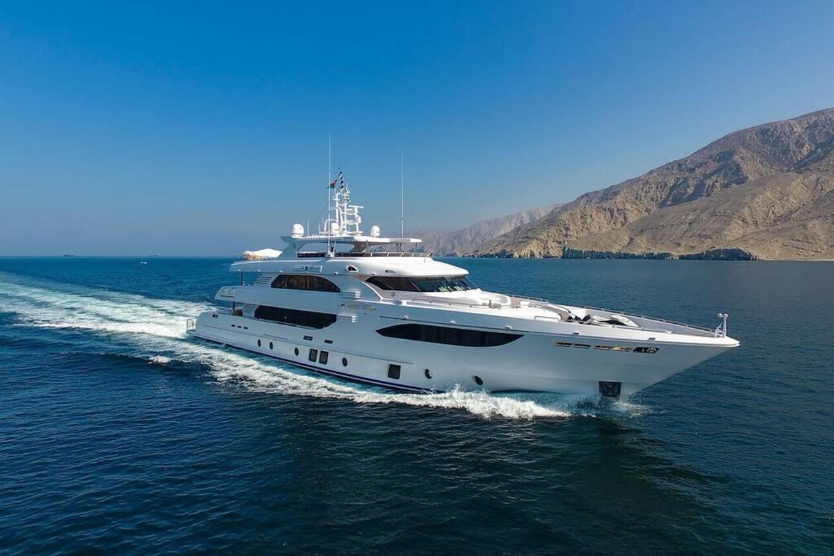 Gulf-Craft-entrega-mais-de-41-metros-Lulwa-boatshopping