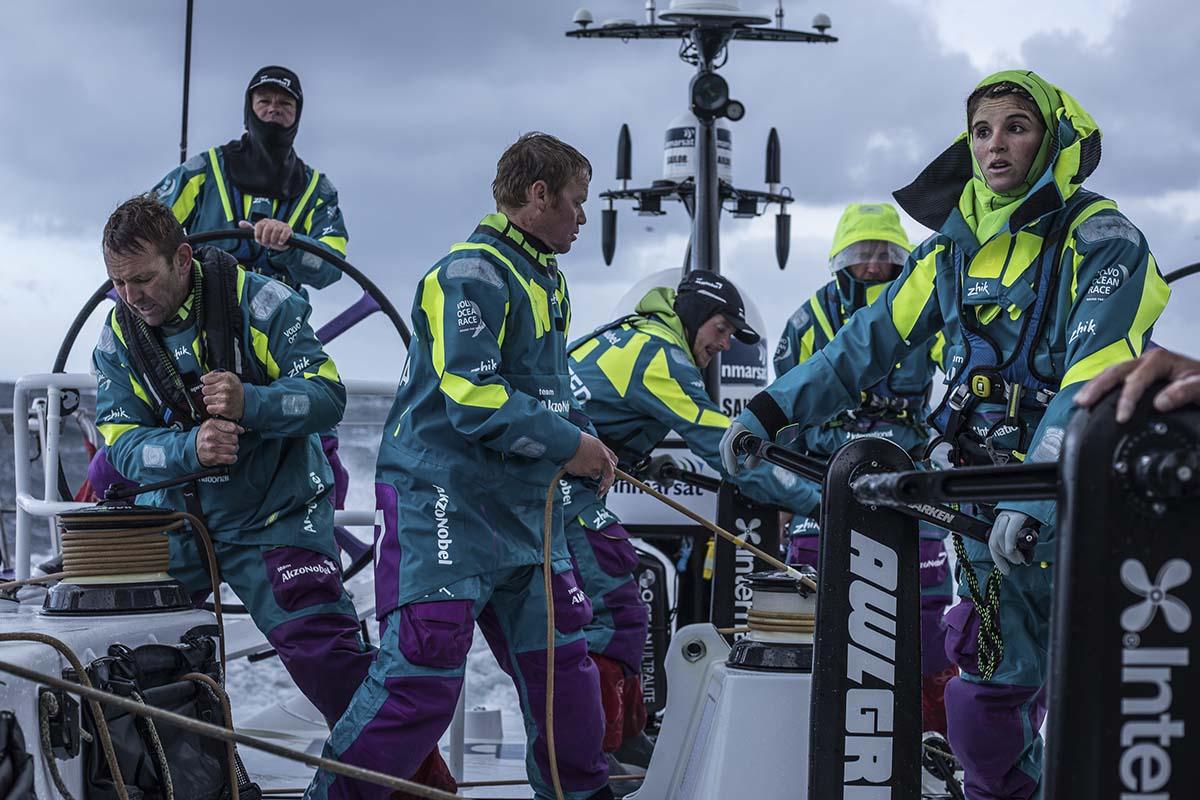 Barco-de-Martine-Grael-tem-problema-nos-mares-do-sul-boatshopping