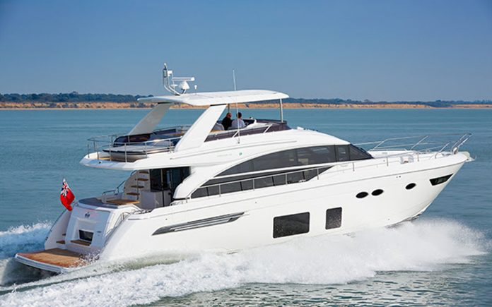 Princess-Yachts-no-Dubai-International-Boat-Show-2018-boatshopping