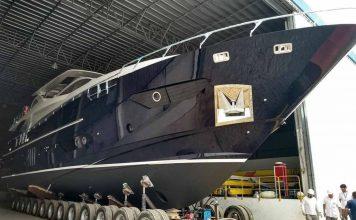 Azimut 30 Metri fabricada no Brasil - boat shopping