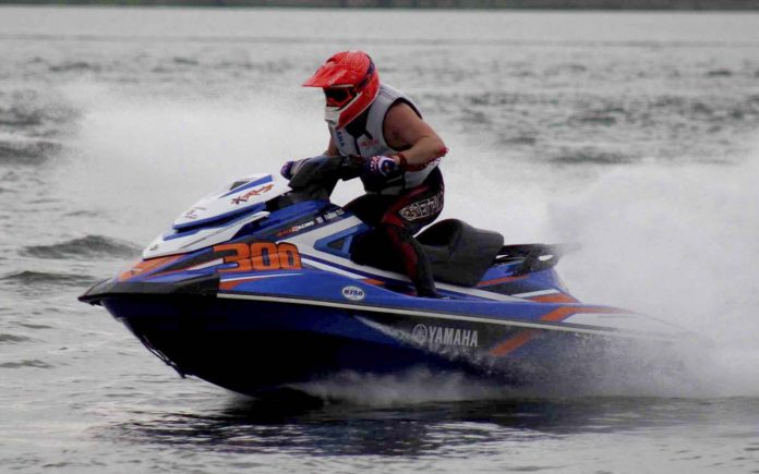 valdir brito junior no jet sports 2018 - boat shopping