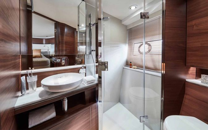 princess-f70-interior-forward-cabin-bathroom_boatdhopping