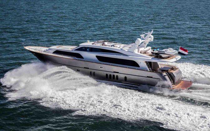 Van der Valk-exterior-01-boatshopping