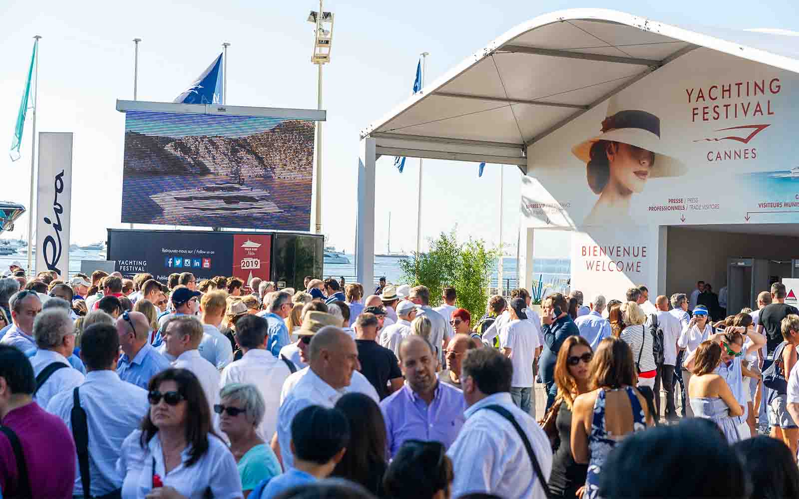 Cannes Yachting Festival-02-boatshopping