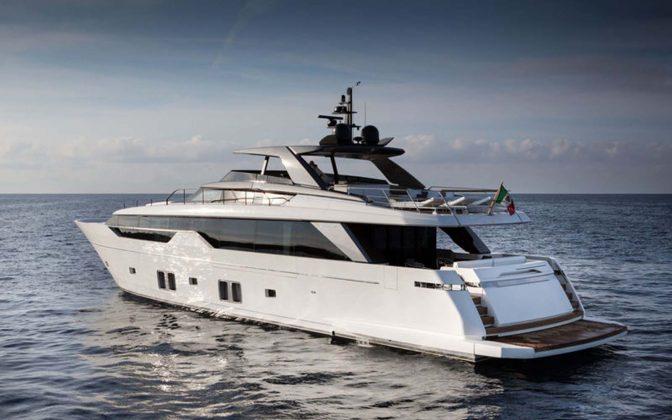 SL102-exterior-03-boatshopping
