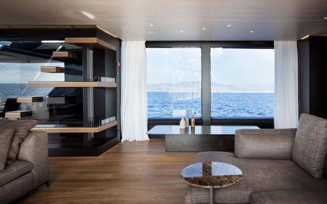 SL102-interior-01-boatshopping