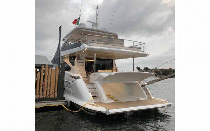 Azimut-FLIBS-02-boatshopping-ok