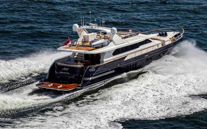 Van der Valk-Joy-01-boatshopping