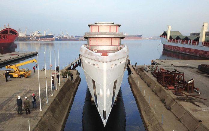 Superiate Perini Navi Custom de 56m chega em La Spezia-boatshopping