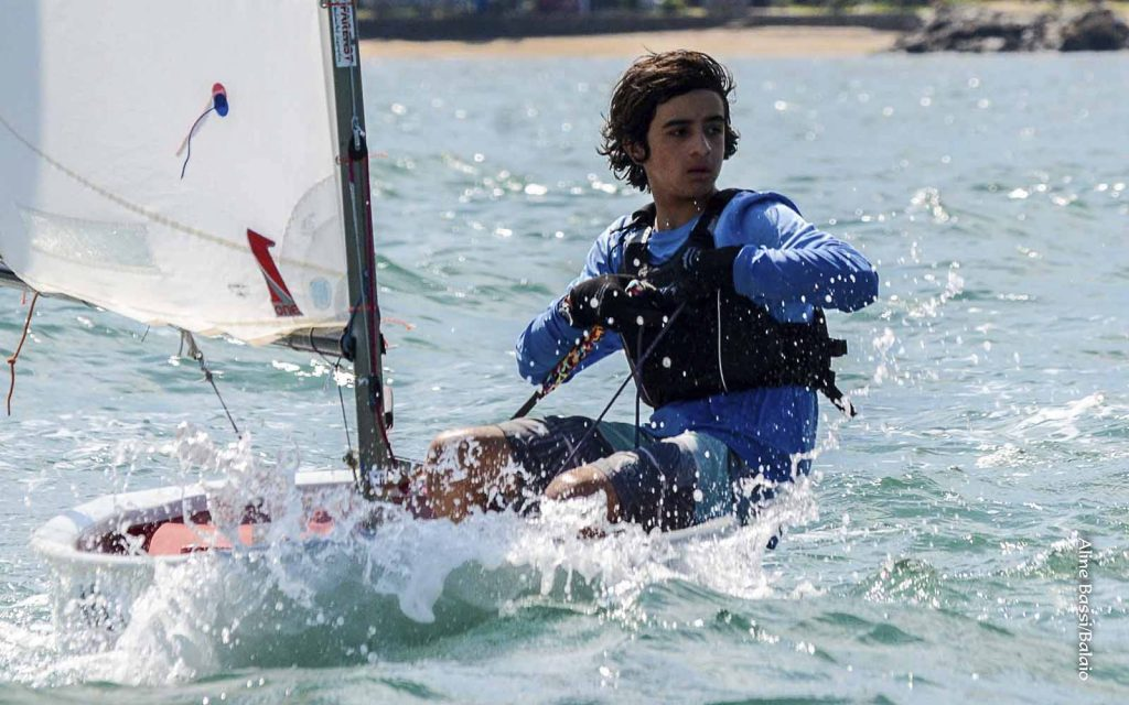 Gabriela Vassel e Gustavo Glimm lideram 47º Brasileiro de Optimist - boat shopping