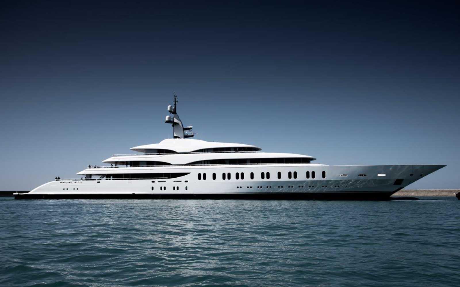 superiate benetti giga yacht - boat shopping
