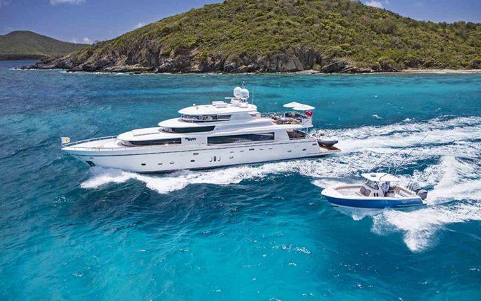 johnson 110 skylounge - boat shopping
