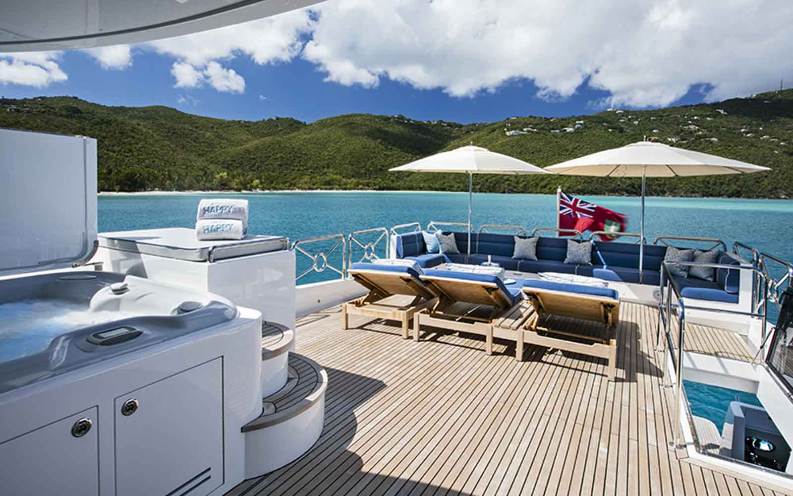 johnson 110 skylounge deck - boat shopping