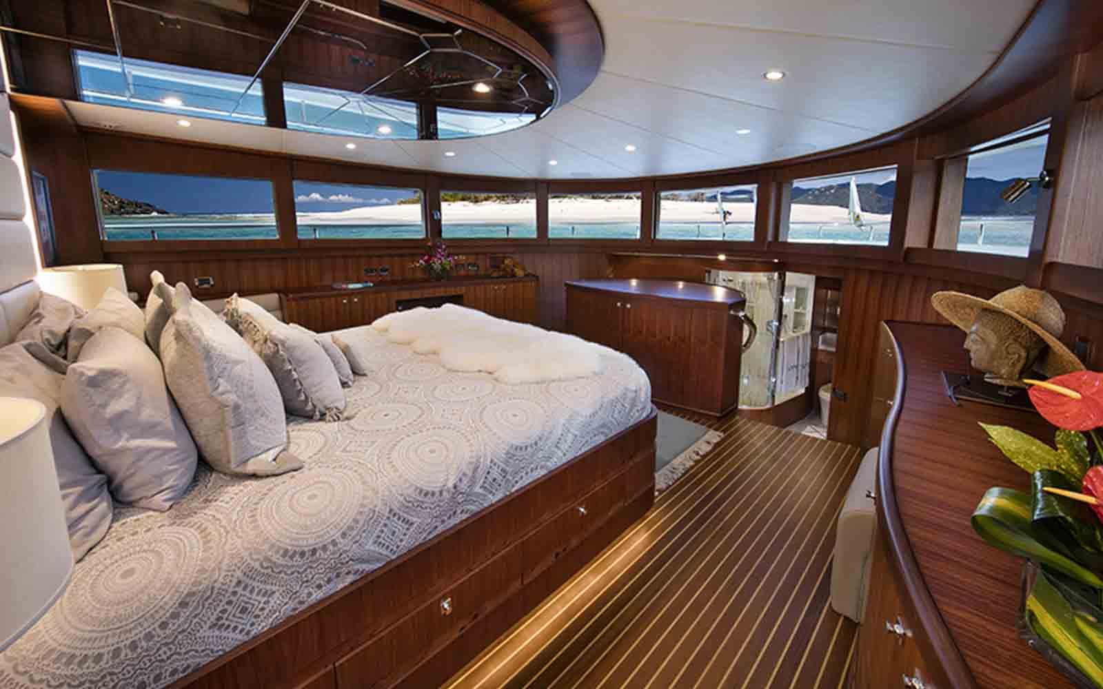 johnson yachts 110 skylounge - boat shopping