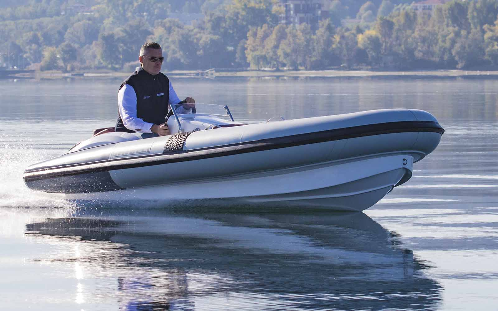 Pirelli J39 Azimut Special Edition - boat shopping