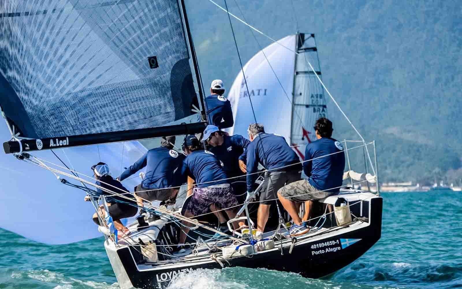 Loyalty (Aline Bassi Balaio de Ideias) - boat shopping