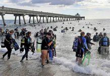 mergulhadores tiram lixo do mar recorde - boat shopping