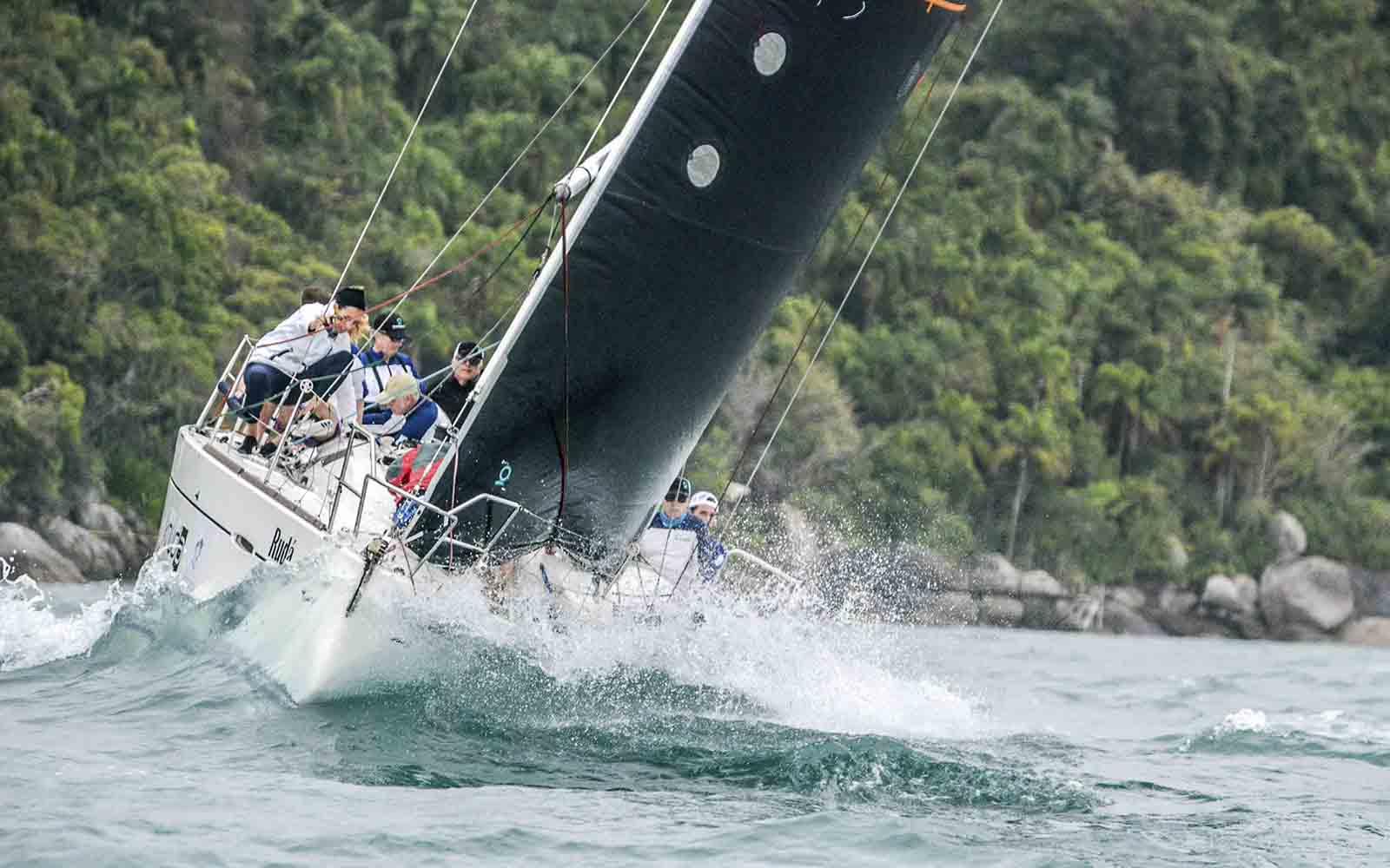 Copa Suzuki Rudá venceu as duas regatas na IRC (Aline Bassi Balaio de Ideias) - boat shopping