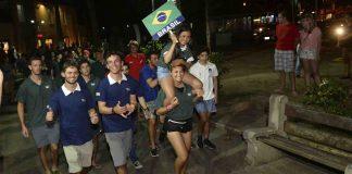Brasileiros em festa (Ronald Kraag)