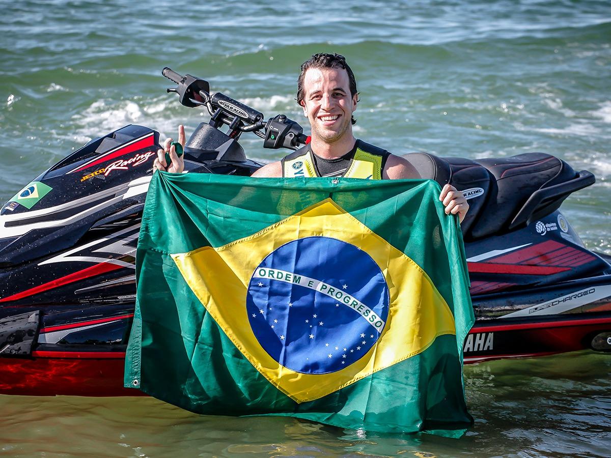 Umberto Brito JetCo Racing Yamaha Campeão mundial - boat shopping