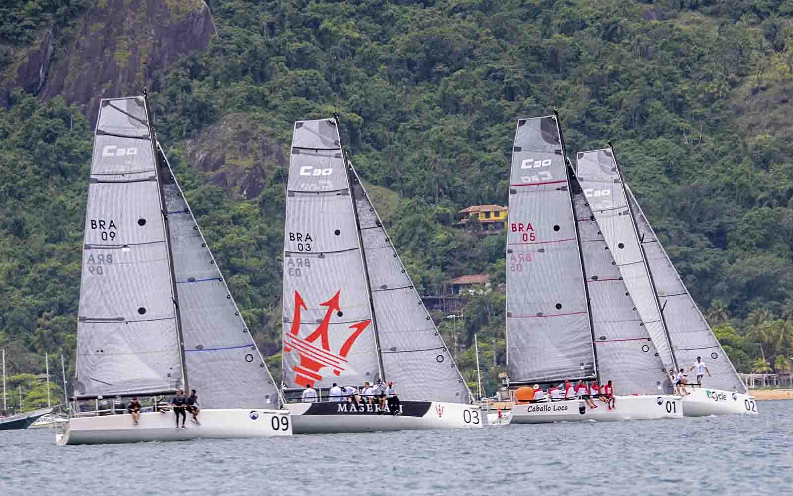 Flotilha de C30 (Aline Bassi Balaio de Ideias) - boat shopping