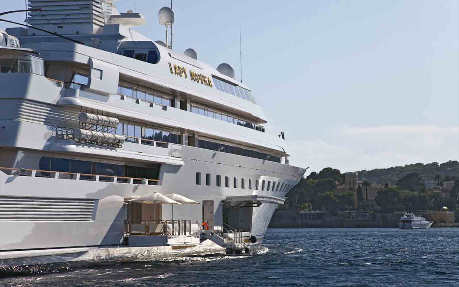 Superyacht Lady Moura - boat shopping