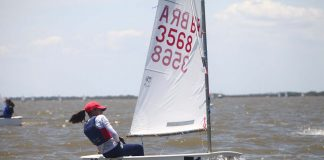 Três velejadores Iate Clube de Santa Catarina no Sul-Americano de Optimist - boat shopping 1