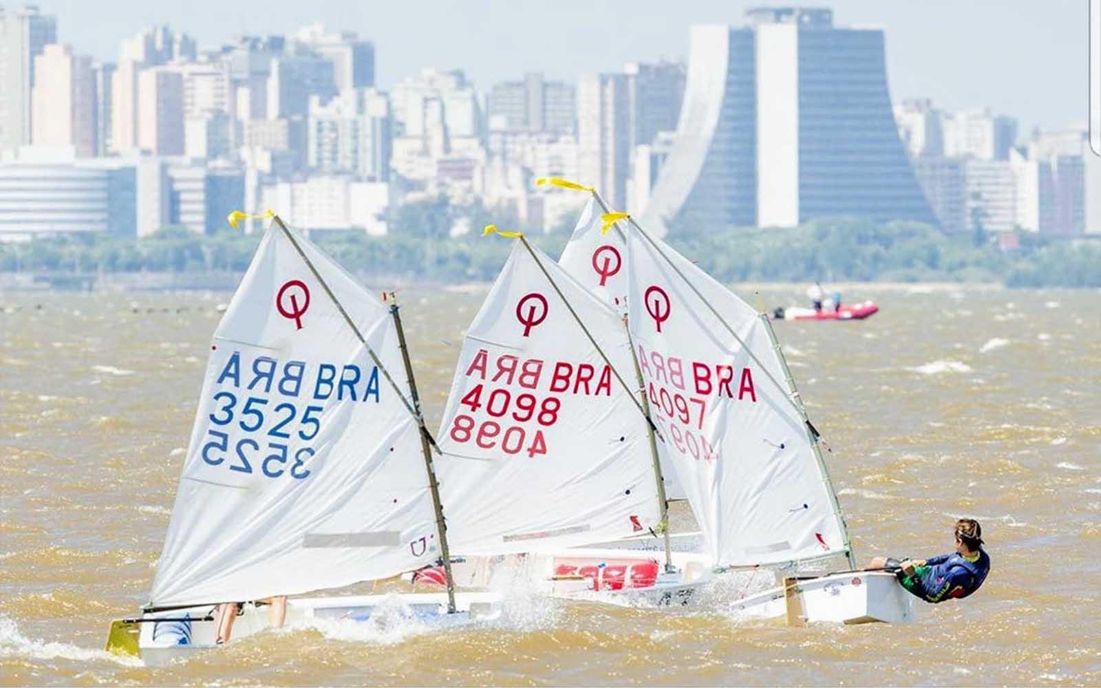 Três velejadores Iate Clube de Santa Catarina no Sul-Americano de Optimist - boat shopping