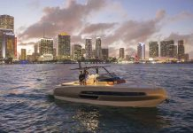 Invictus Yacht GT370 em Miami - boat shopping