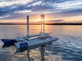 Toyota e Energy Observer - boat shopping