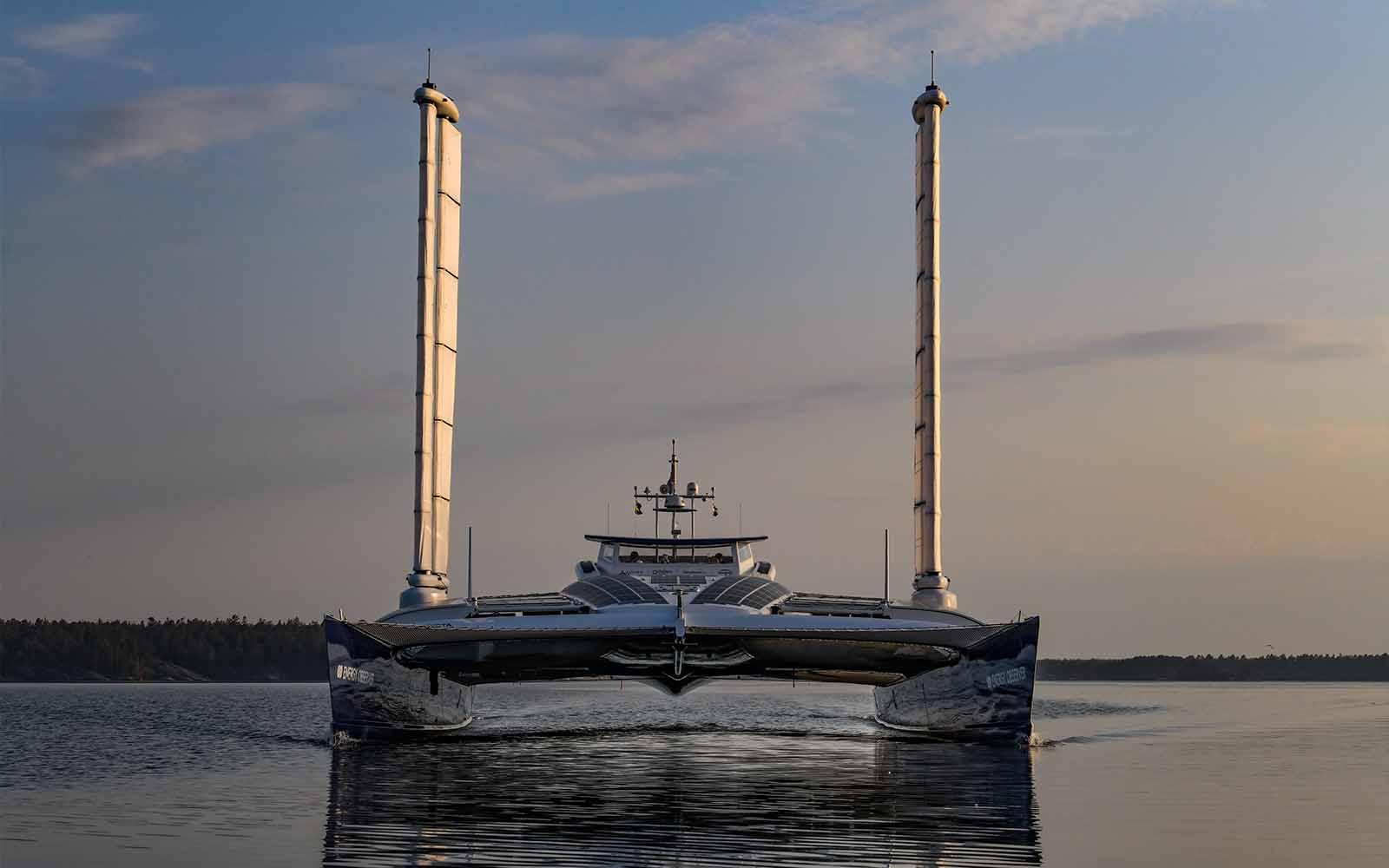 Toyota e Energy Observer - boat shopping