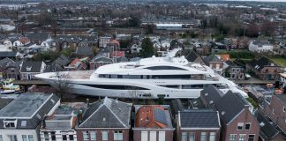 Feadship Arrow teste de mar - boat shopping 1