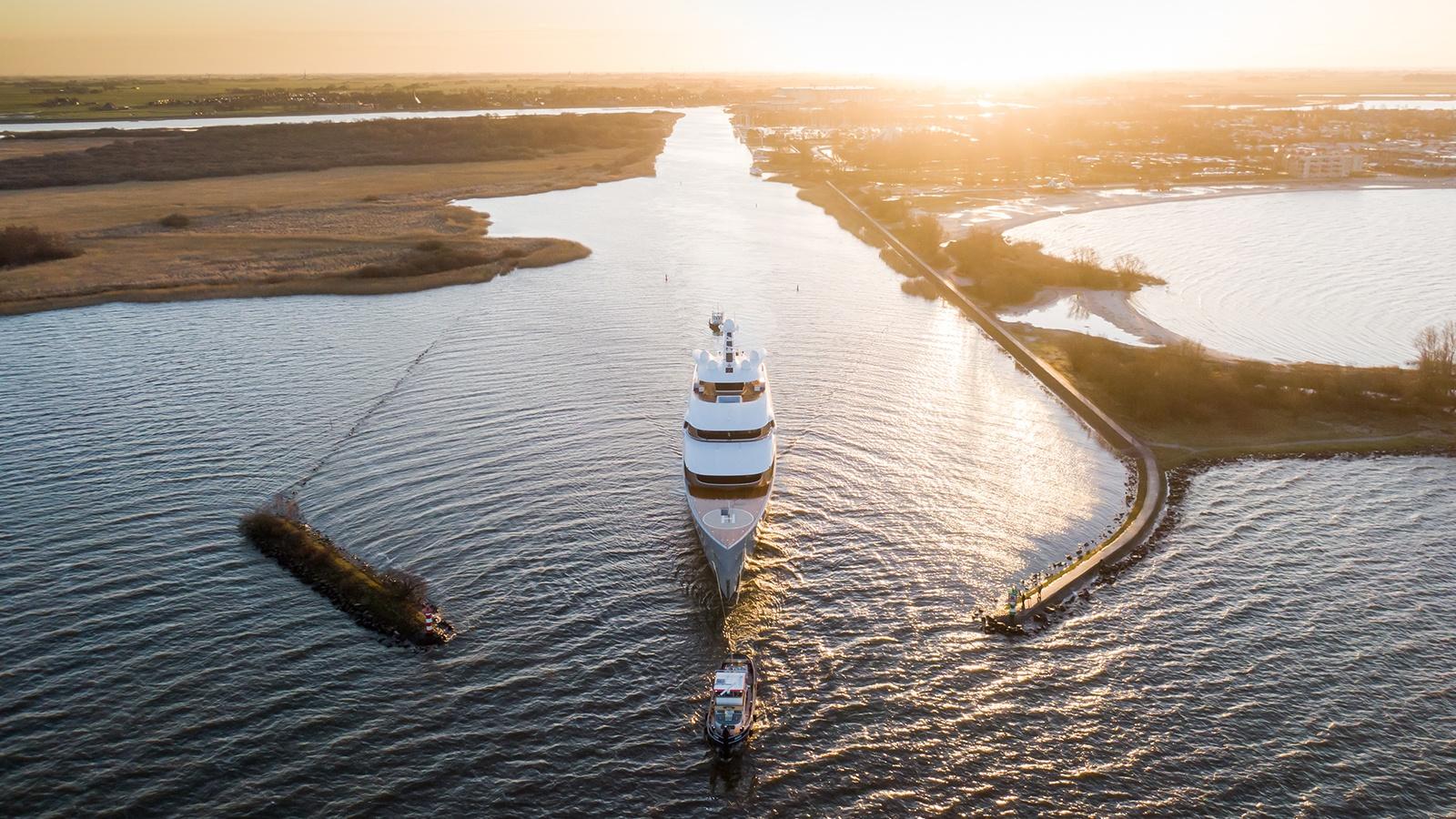 Superiate Moonrise Feadship - boat shopping