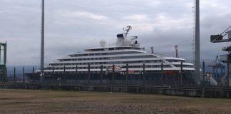 Tripulantes do navio Scenic Eclipse são autorizados a desembarcar no Porto de Santos — Foto- Alexsander Ferraz:A Tribuna Jornal - boat shopping